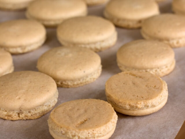 Macaroons with Salty Caramel Photo 10