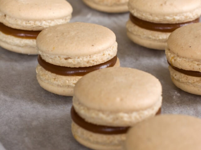 Macaroons with Salty Caramel Photo 11