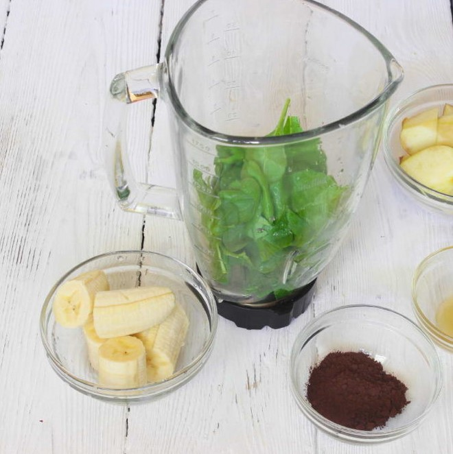 Cocoa and Spinach Fruit Smoothie Photo 3