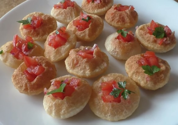 Indian Panipuri with Tomatoes Photo 1