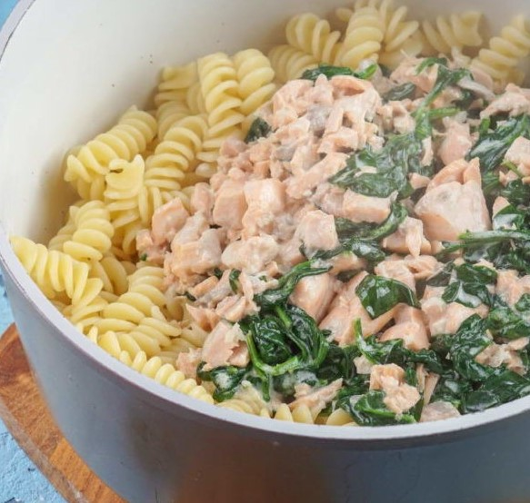 Salmon and Spinach Pasta Photo 8