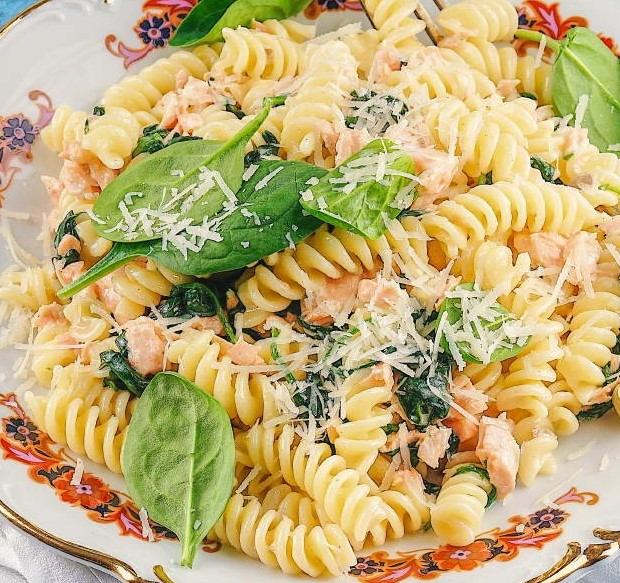 Salmon and Spinach Pasta Photo 1