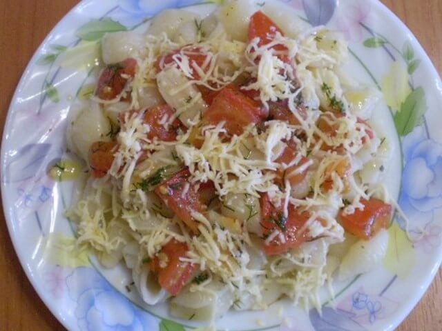 Pasta with Tomatoes and Cheese Photo 7