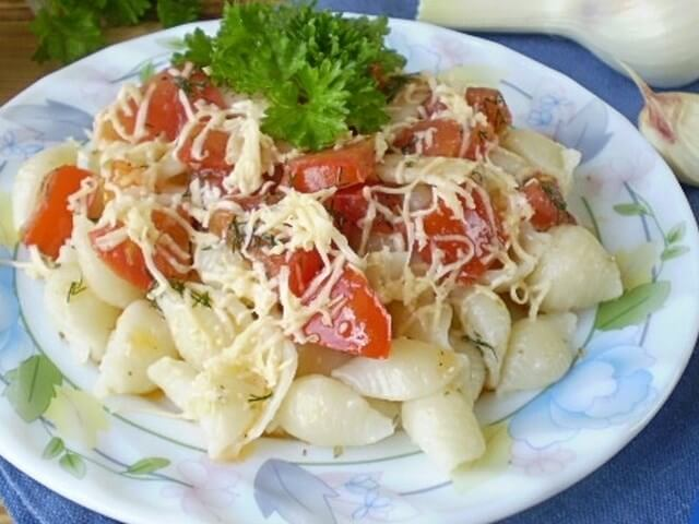 Pasta with Tomatoes and Cheese Photo 1