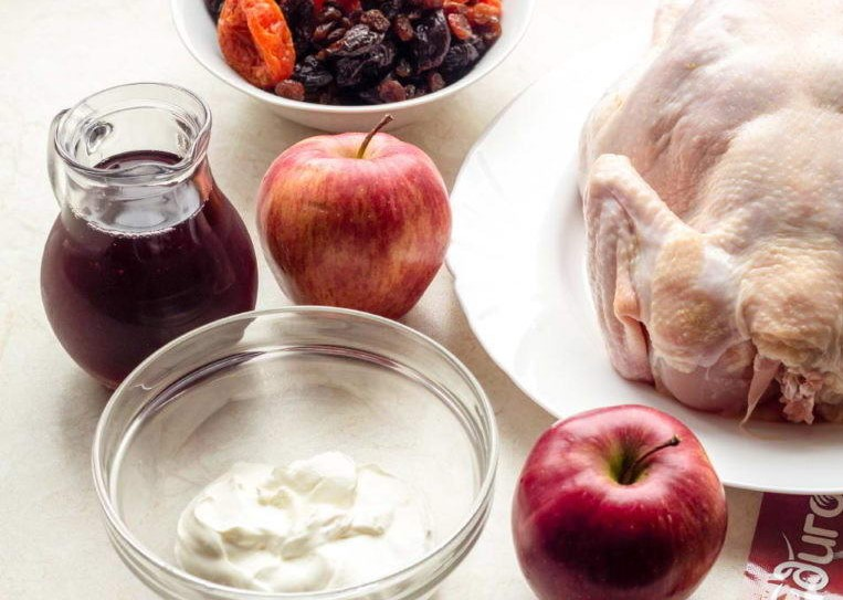Valentine's Day Dinner Recipe - Chicken with Wine and Dried Fruits Photo 2