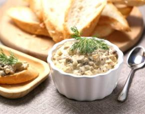 Champignons in Wine and Sour Cream Sauce